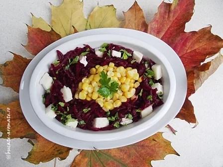 Salată de sfeclă roşie cu porumb