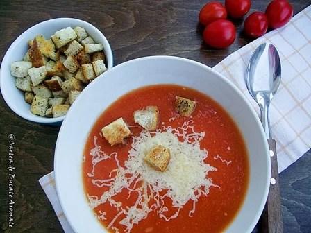 Supă-cremă de roşii cu crutoane