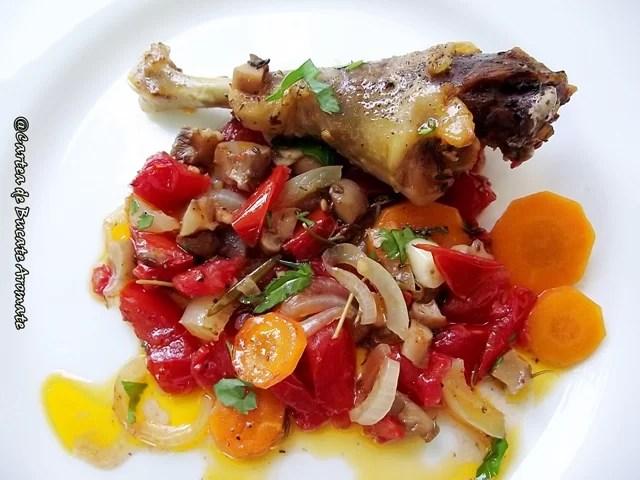 Friptură de pasăre la tavă cu salsa de legume