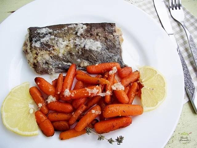 Peşte la cuptor cu morcovi caramelizati