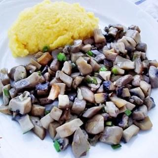 Sote de ciuperci cu usturoi