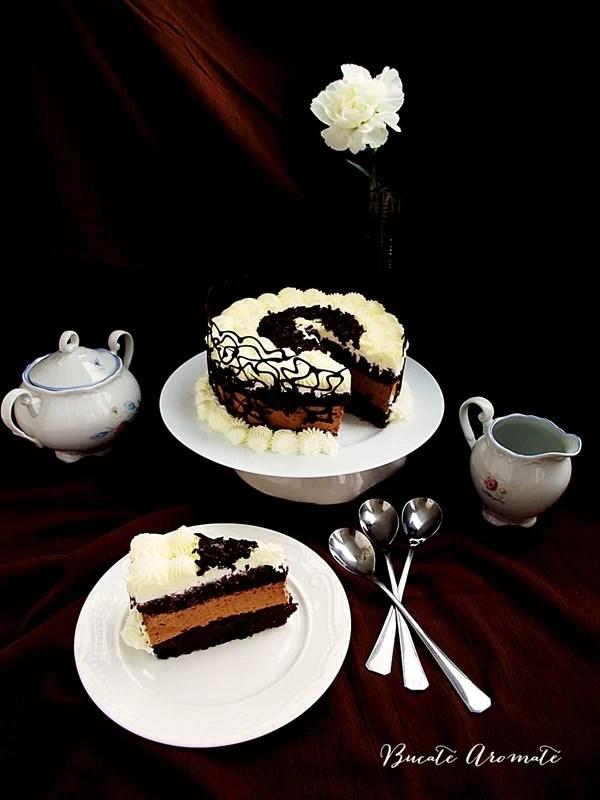 Tort cu mousse de ciocolată şi frişcă