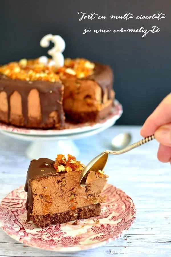 Tort cu multă ciocolată şi nuci caramelizate (fără coacere)