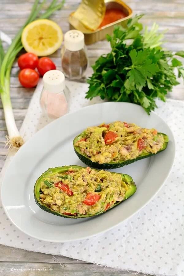 Salată de avocado cu sardine