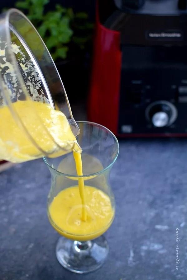 Smoothie de mango cu seminţe de chia