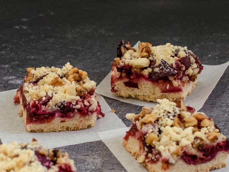 Prăjitură cu prune și blat crocant