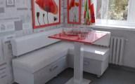 Уголок на кухне с красными маками.