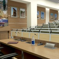 Преподавательский стол в лекционной.