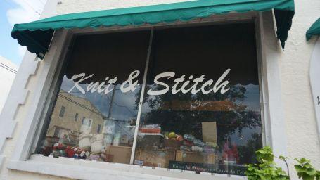 Marie espérait mais il s'agissait d'un magasin de laine(s)
