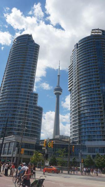 """la CN Tower, """"le"""" batiment connu de Toronto"""