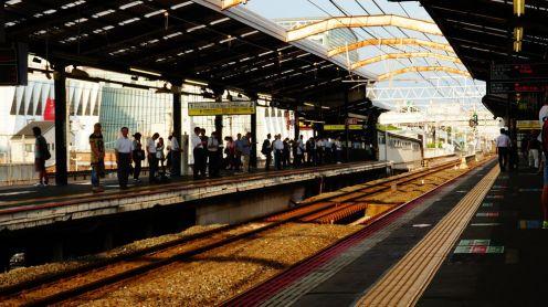 Un quai de gare... comme tant d'autres, au Japon