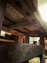 alte Hobelbank von der Seite