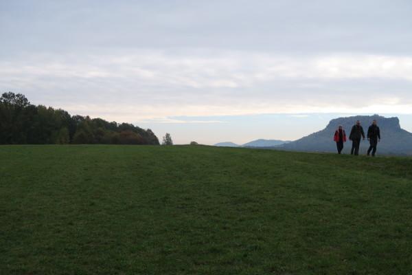 Die Wandersleute und ein trüber Tag in der Sächsischen Schweiz