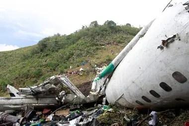 Los restos del avión de LaMia que trasladaba al malogrado plantel de Chapecoense