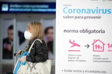 Panorama que presentaba hoy a la madrugada el aeropuerto de Ezeiza, llegaron vuelos de Cuba y España