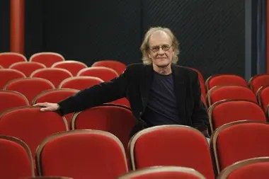 Muere el cantautor Luis Eduardo Aute a los 76 años. El cantautor Luis Eduardo Aute ha fallecido este sábado a los 76 años de edad, según confirmaron a Europa Press fuentes de SGAE
