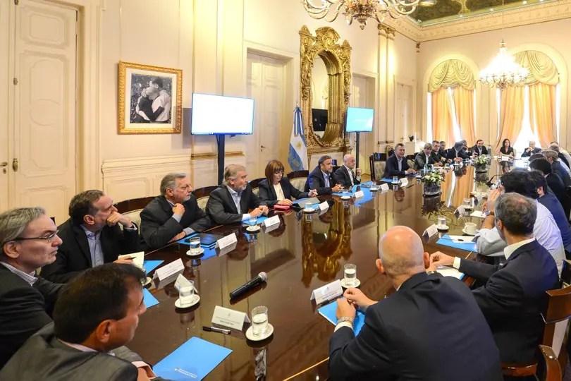 """Tras las vacaciones, Macri encabezó ayer la primera reunión de gabinete ampliado en la Casa Rosada, donde se habló de pérdida de """"capital político"""" tras la reforma previsional"""