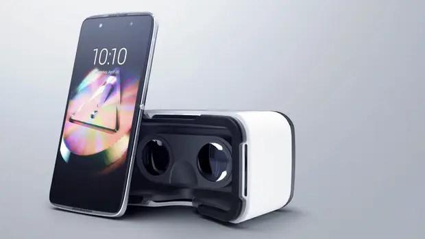 El Alcatel Idol 4+ y 4S vienen en una caja que se hace casco de realidad virtual