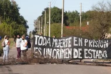 Familiares de presos en las inmediaciones del penal de Florencio Varela