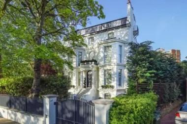 La propiedad se encuentra en el corazón de St. Johns Wood, uno de los barrios más prestigiosos de la capital inglesa