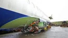 Después de que han sido desmantelados, todo lo que queda de los aviones es el fuselaje.