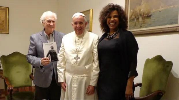 El Papa, con Pino y su mujer