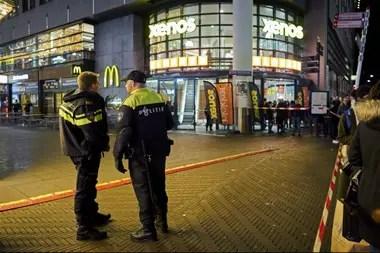 La policía holandesa, en el lugar del ataque en La Haya