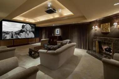La impresionante propiedad situada en Beverly Hills tiene un cine