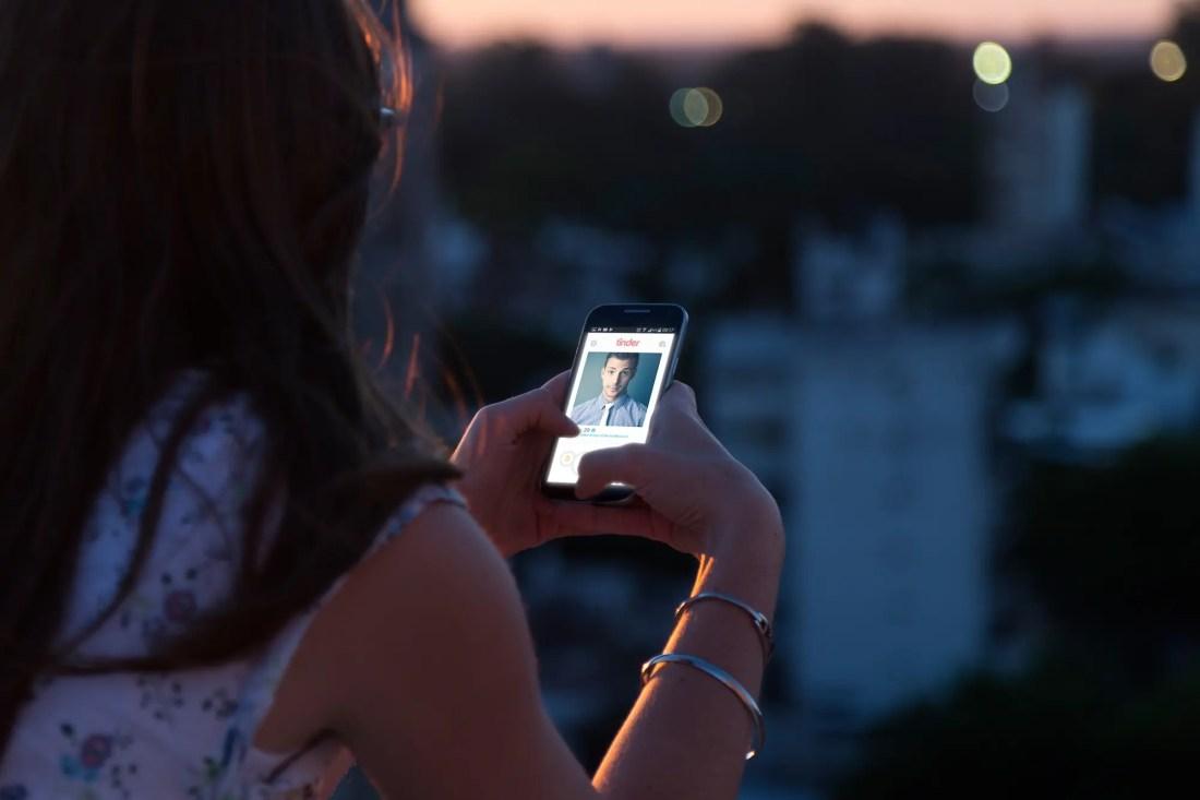 Amor en Tinder: su alma gemela resultó ser un estafador internacional