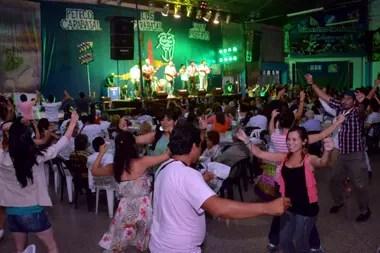 Las peñas: el alma del festival de Cosquín