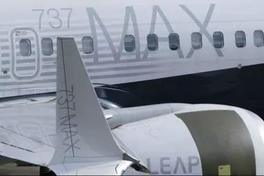 En esta foto de archivo, se muestra un avión 737 MAX en la pista con su ala distintiva y motores de bajo consumo de combustible fuera de la fábrica de la compañía el 11 de marzo de 2019 en Renton, Washington