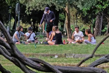 En los parque y las plazas hubo grupos de gente disfrutando del aire libre