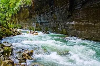 El agua Fiyi, pureza desde la selva tropical