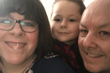 La cruda reacción de un niño de siete años tras la muerte de su madre y su abuela por coronavirus