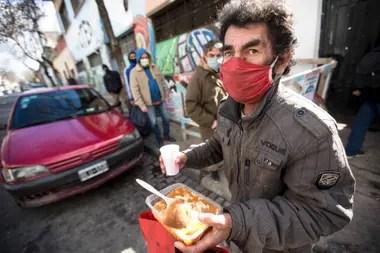 Quienes al comedor del MTE suelen llevarse entre dos y seis raciones; algunas, para compartir con su familia y otras, para administrarse los días en los que no hay servicio