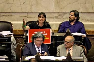 Nicolás Del Caño reclama por los despidos y pide reabrir el Congreso para sesionar