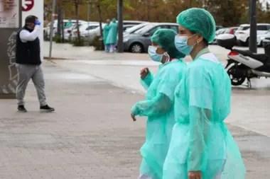 Los hospitales en España requieren mano de obra. También hay algunos empleos en limpieza y seguridad