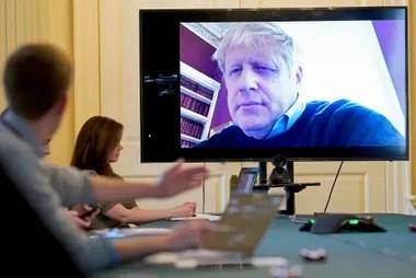Boris Johnson el 28 de marzo último, cuando comenzó las reuniones virtuales con su equipo de trabajo, desde 10 Downing Street