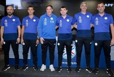 El cuerpo técnico que encabeza en la selección de Paraguay
