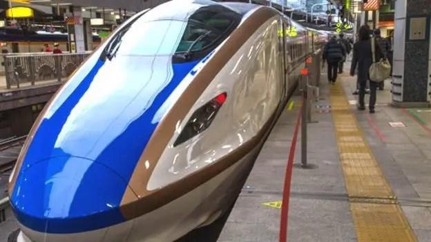 El niobio es usado en los trenes de levitación magnética, como éste en Japón...