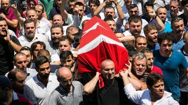 Los funerales de los que murieron en medio del intento de golpe en Turquía