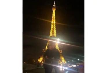 Pampita y Rober fueron a visitar la Torre Eiffel