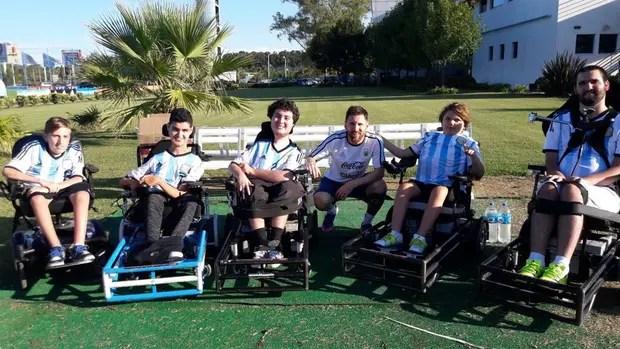 Messi recibió a la selección de fútbol en silla de ruedas