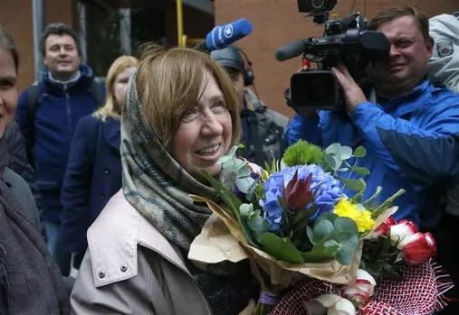 Alexiévich ayer, poco después de saber que había resultado ganadora