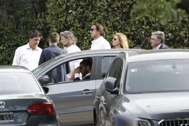 La llegada de los primeros asistentes al entierro de Franco Macri