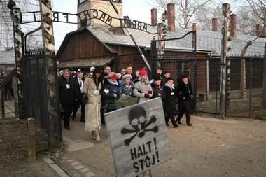 Sobrevivientes y familiares recorrieron el campo de concentración de Auschwitz a 75 años de la liberación de los detenidos