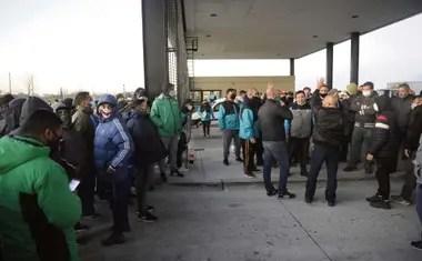 Afiliados a Camioneros bloquearon en la última semana la salida de vehículos en el depósito de la firma Ocasa, en Sarandí, que trabaja para Mercado Libre