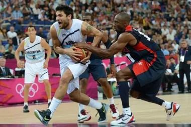 Carlos Delfino y Kobe Bryant enfrentados en los Juegos Olímpicos Londres 2012