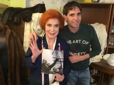 Mirta Busnelli, junto al director del proyecto, Sebastián Naón, en la interpretación que la actriz hace de una trabajadora de la Fundación Eva Perón