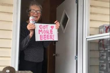 FInal feliz para la historia: ahora Olive tiene muchas más cervezas